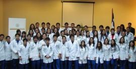 AlumnosdeMedicinaconJefadeCarrera,Dra.AlejandraLagos_web