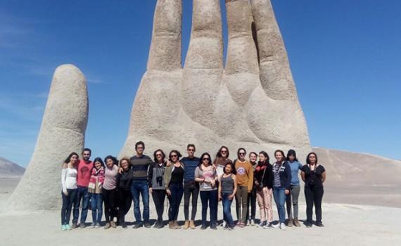 Estudiantes de intercambio visitan Paranal y la Mano del Desierto