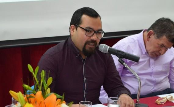 """Académico del Departamento de Teología presenta su libro """"Filosofía desde la Caleta, algunas formas de filosofar"""""""