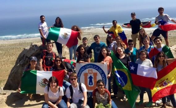 Estudiantes de intercambio de la UCN conocen el desierto florido