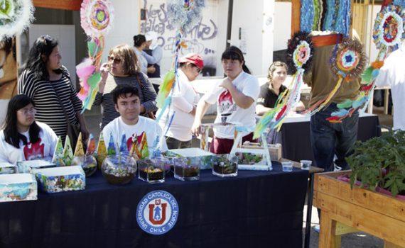 Entrega de frutas y controles de presión incluyó Feria Saludable en la Casa Central