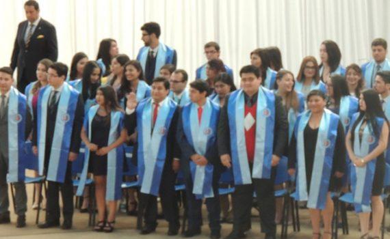 Títulos y grados académicos recibieron 96 nuevos profesionales de la Facultad de Economía y Administración