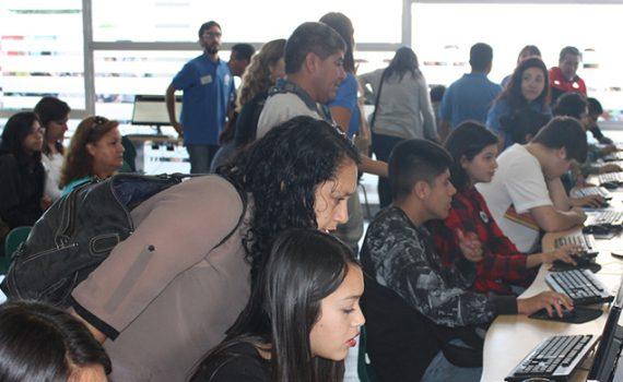 Cientos de jóvenes participaron en el primer día de matrículas en la UCN