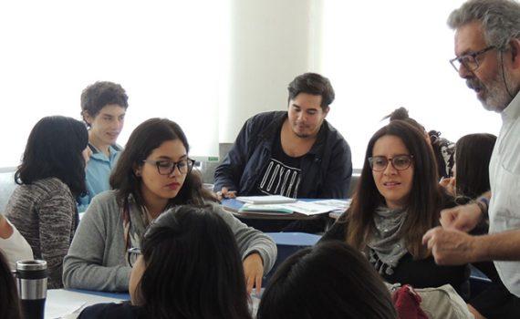 Experto español dictó seminario de formación ciudadana a escolares y profesores de la región