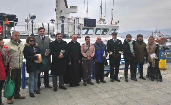 """Familiares de tripulantes del vapor """"Itata"""" se reúnen en punto exacto del naufragio para rendir homenaje"""