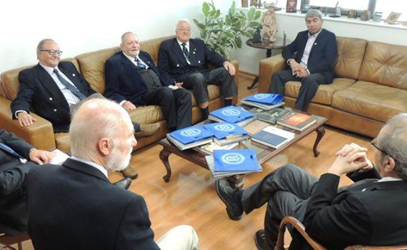 Exdirectivos UCN visitaron la Casa Central