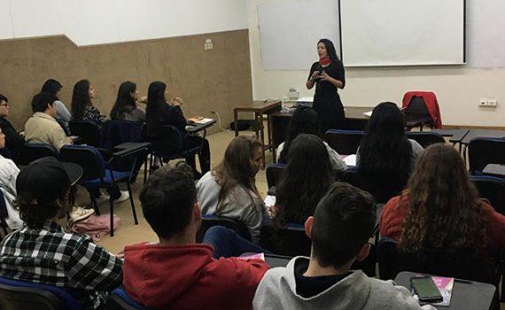 Estudiantes internacionales reciben inducción en la Casa Central de la UCN