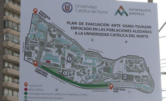 Instalan paneles informativos sobre zonas de seguridad ante tsunamis y terremotos en la UCN