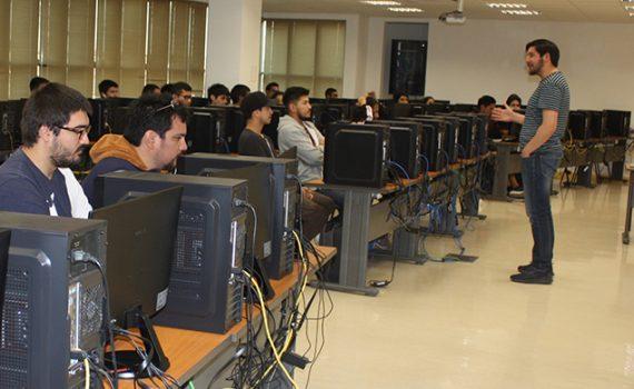 Especialista de Maptek dictó curso a futuros ingenieros y geólogos de la UCN