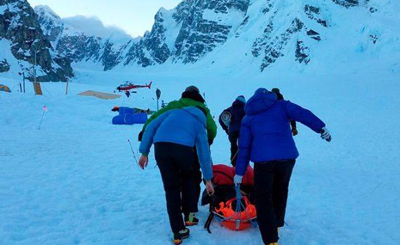 Experto UCN colabora con la formación de equipo de rescate en montaña
