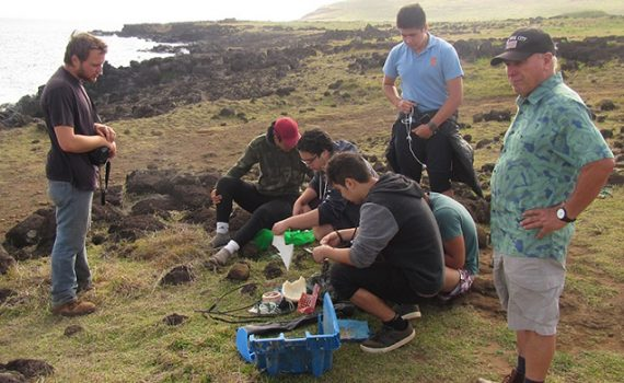 Especies invasoras utilizan basura plástica para llegar a las costas de Rapa Nui