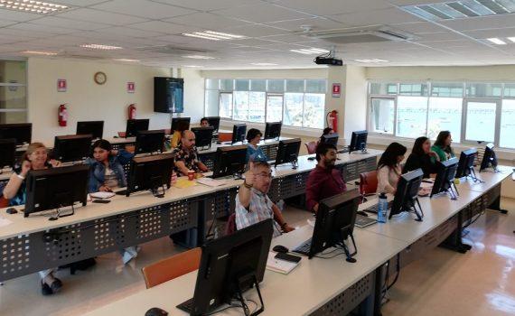 Docentes y estudiantes de Pedagogía de Teología UCN se capacitan en software para potenciar investigación cualitativa